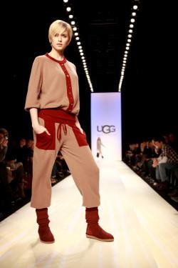 Lena Gercke läuft für UGG auf der Mercedes Benz Fashion Week 2009