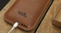 iPhone-6-leather-case-handmade-germany-merino-wool-felt-vegetable_tanned-leather-by-packandsmooch