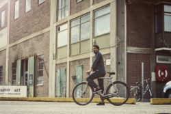 Vanmoof_SmartBike_Grey_Parking_Lot_01