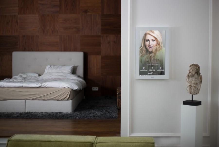 digitaler spiegel dirror mit touchscreen und sprachsteuerung my lifestyle blog. Black Bedroom Furniture Sets. Home Design Ideas