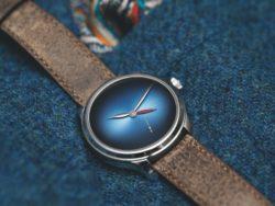 endeavour_dual_time_concept_platinum_funky_blue_fume_1345-0300_lifestyle1_cmyk